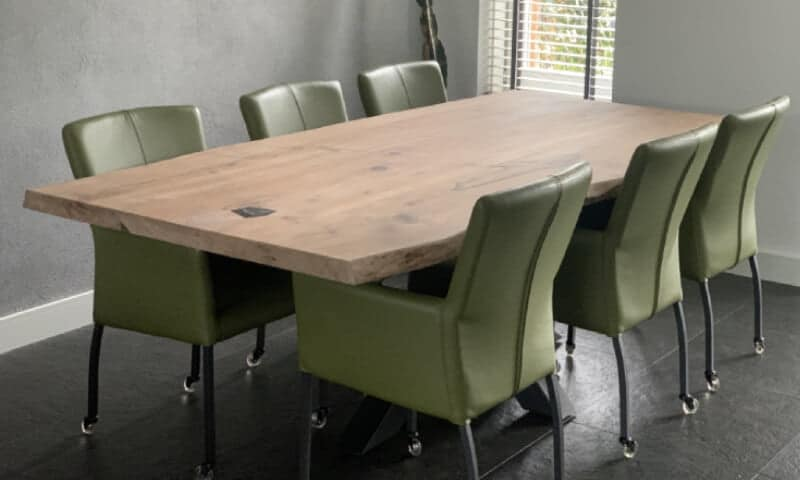 Walnoten tafel bij klant